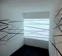 Sem título - vinil adesivo e projeção de video sobre parede - 350x250x150 cm - 2012